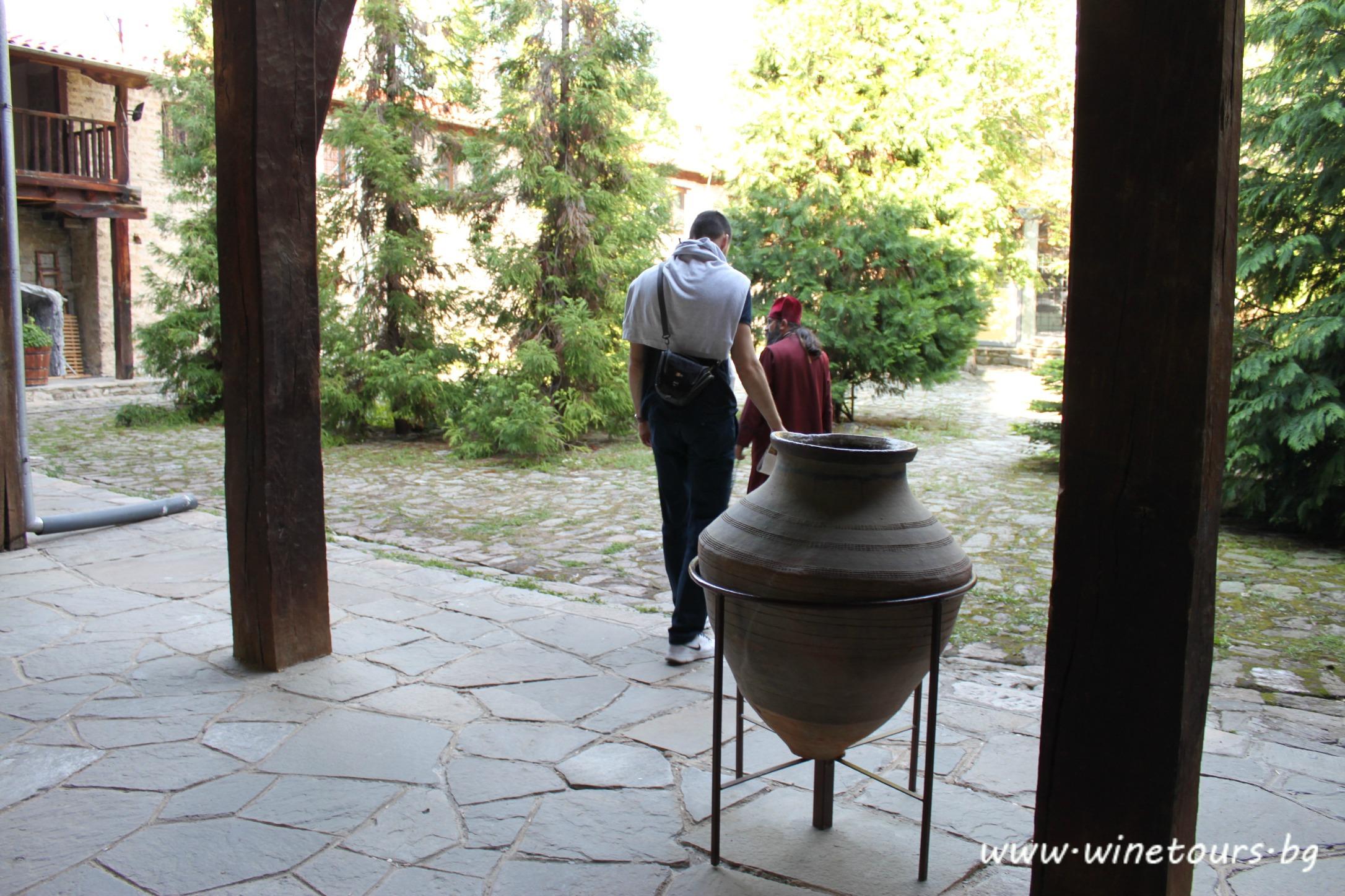 Бачковски манастир - на двора