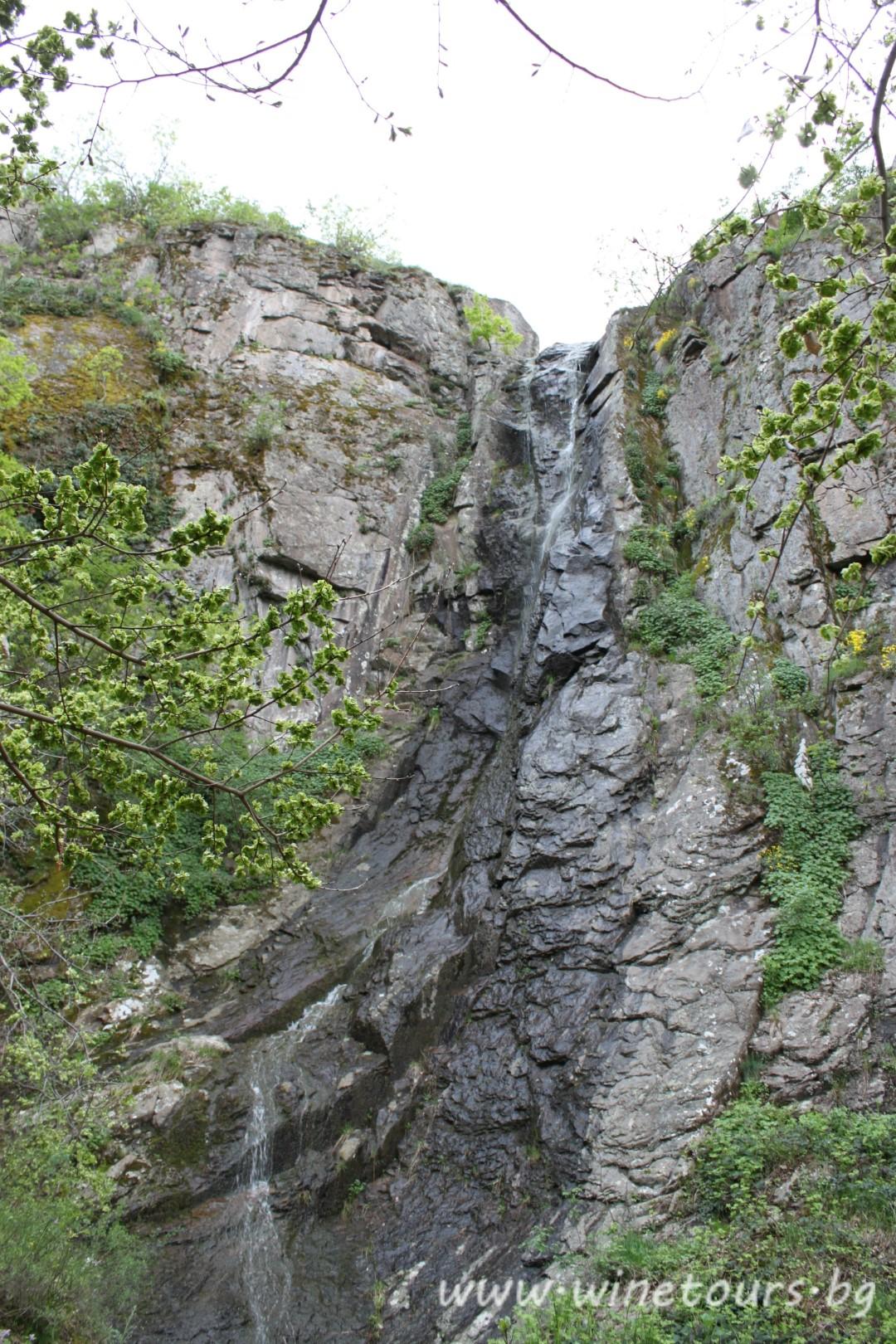 водопад над Устина