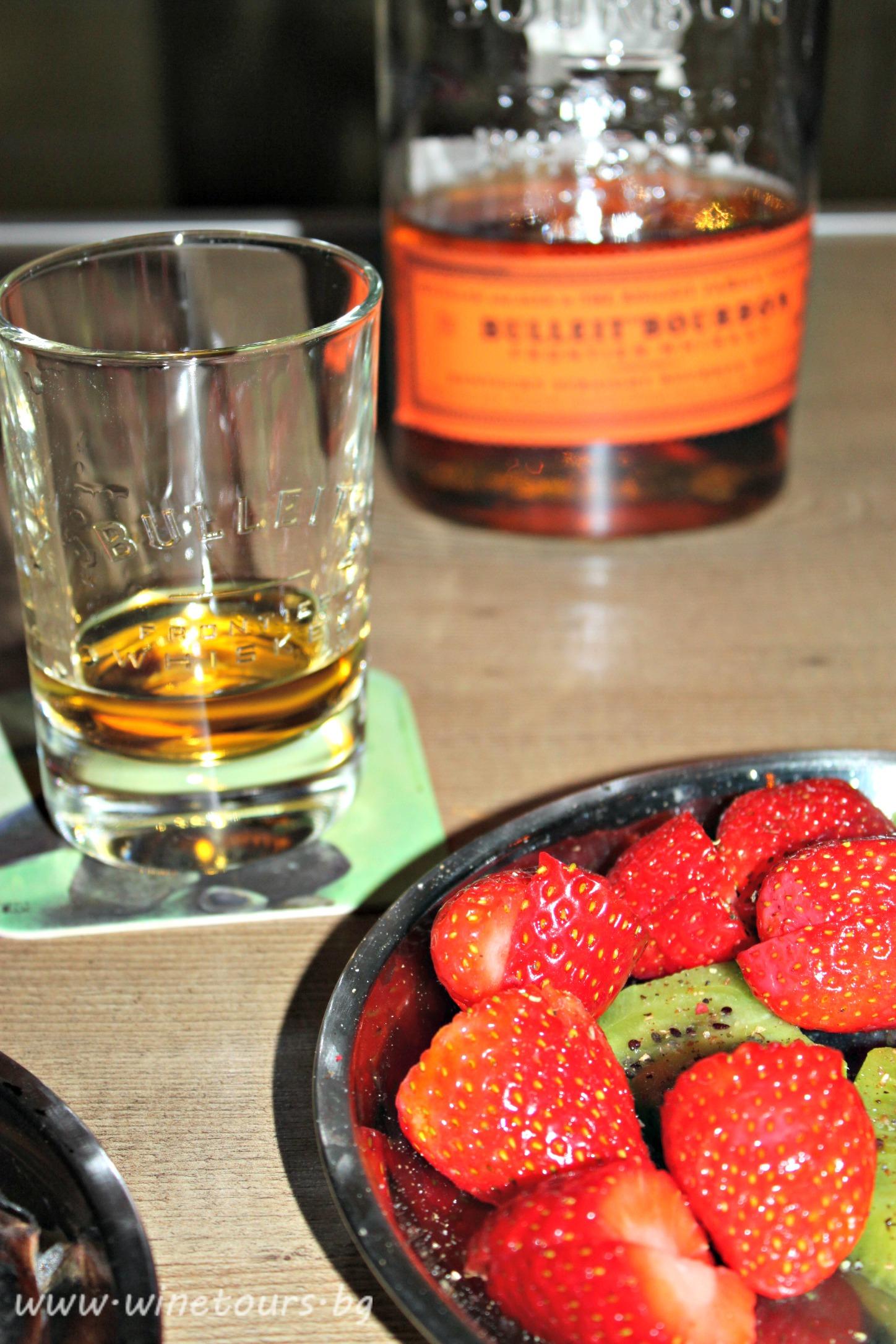 Уиски с ягоди и черен пипер